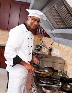 Chef cuisinier dans la cuisine