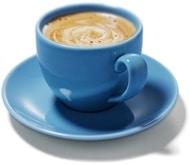 Café dans une tasse bleue