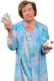 Femme âgée, choisir entre les pilules et l'ail