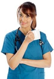 Femme médecin, café buvant