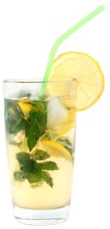 Thé glacé dans un verre