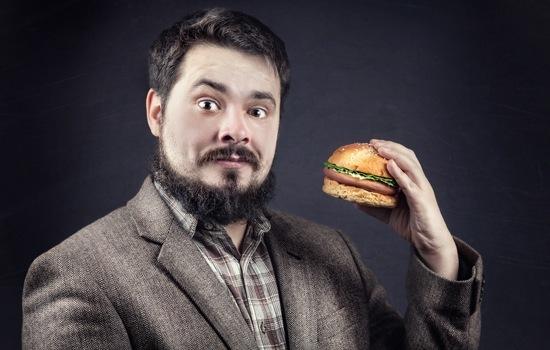 Homme, à, barbe, tenue, hamburger