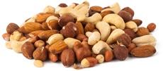 Tas de noix mélangées