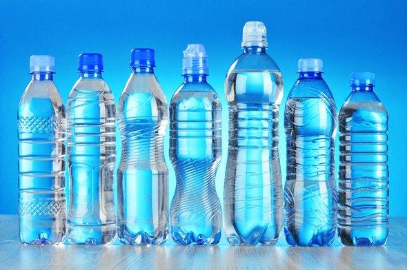 Sept bouteilles d'eau