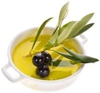 Petit bol aux olives et à l'huile d'olive