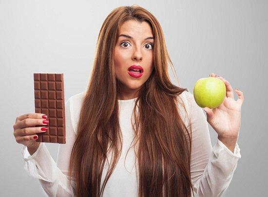 Femme, tenue, chocolat, et, pomme