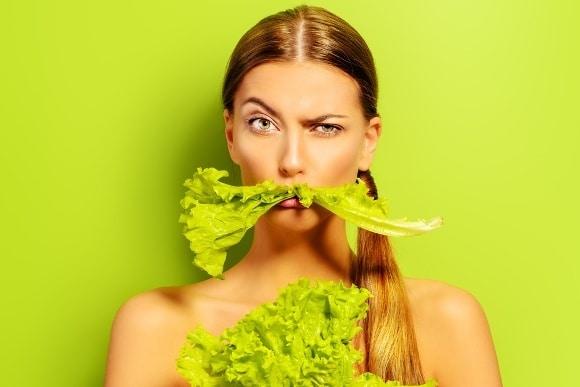 Femme, à, moustache verte