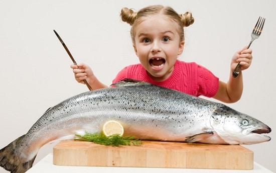 Jeune fille, à, saumon